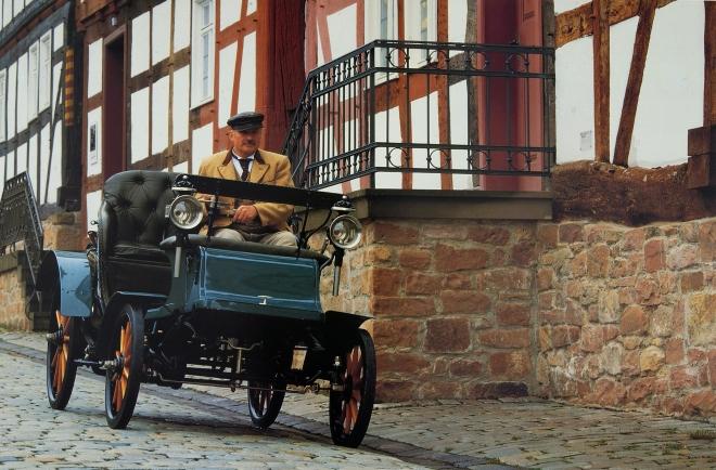 """Pirmasis """"Opel"""" surinktas automobilis Riuselheime 1899 m."""
