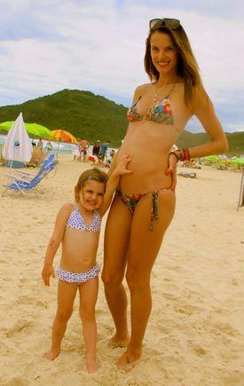 Facebook nuotr./Alessandra Ambrosio su dukrele Anja