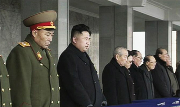Naujasis Šiaurės Korėjos lyderis Kim Jong Unas (antras iš kairės)