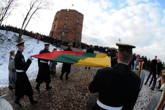 Sausio 1-ąją ant Gedimino pilies kalno tradiciškai surengta iškilminga vėliavos pakėlimo ceremonija.