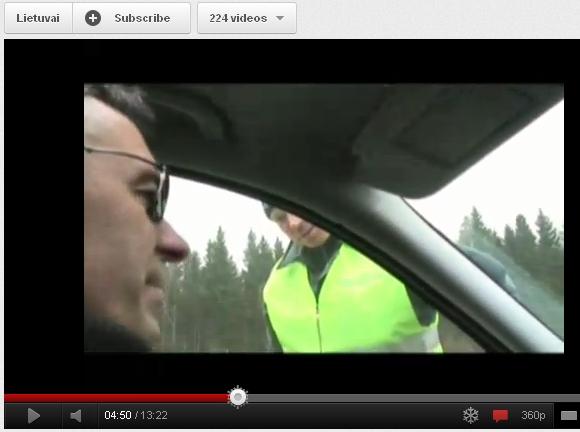 Milvydo Juškausko susidūrimo su Klaipėdos pareigūnais akimirka. Anot vairuotojo, net važiuodamas 250 km/val. greičiu, jis niekam nesukėlė grėsmės ir nepažeidė įstatymų.