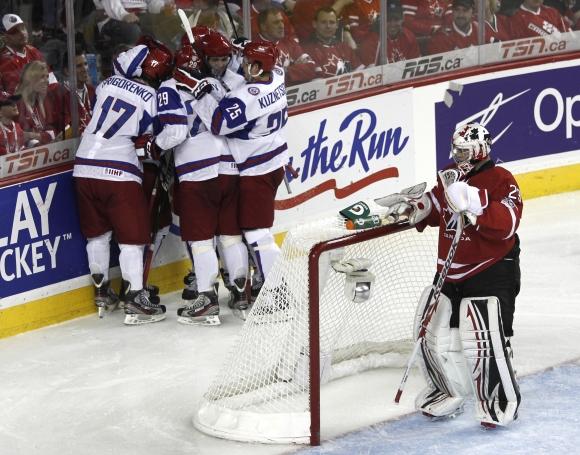 Jaunieji Rusijos ledo ritulininkai nutraukė įspūdingą Kanados seriją.
