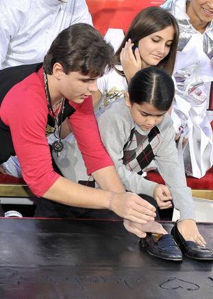 """AFP/""""Scanpix"""" nuotr./Michaelio Jacksono vaikai Prince'as Michaelas, Blanketas ir Paris"""