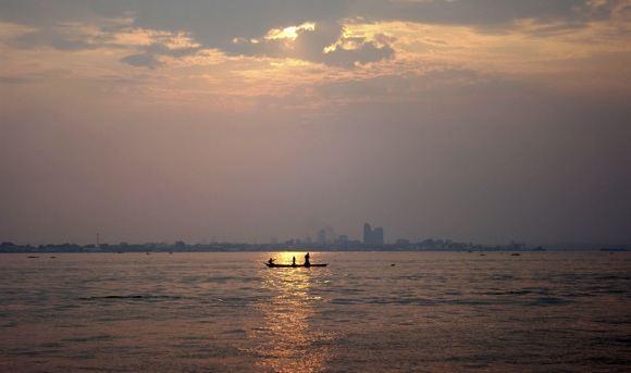 Scanpix nuotr./Kongo upė ir sostinė Kinaasa fone