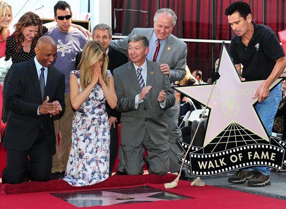 AFP/Scanpix nuotr./Jennifer Aniston žvaigždės atidengimo ceremonija