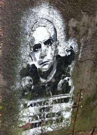 BTV nuotr./Grafitininkai ant sienos įamžino ir payį Algį Ramanauską