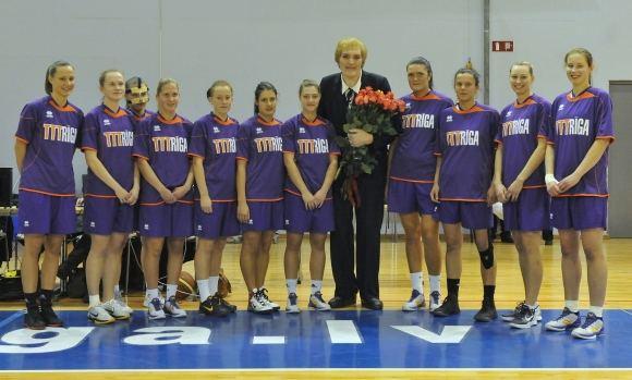 Romualds Vambuts nuotr./Uljana Semionova su Rygos krepaininkėmis