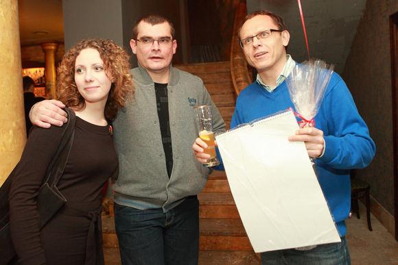 Vinco Alesiaus nuotr./Emilis Vėlyvis (centre) su drauge Barbora