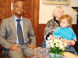 Luko Balandžio nuotr./Gaoussou Diawara, Viktorija Prėskienyte-Diawara su anūku Kipru