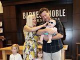 """""""Scanpix"""" nuotr./Aktoriai Tori Spelling ir Deanas McDermottas - 6 metai ir 3 vaikai"""
