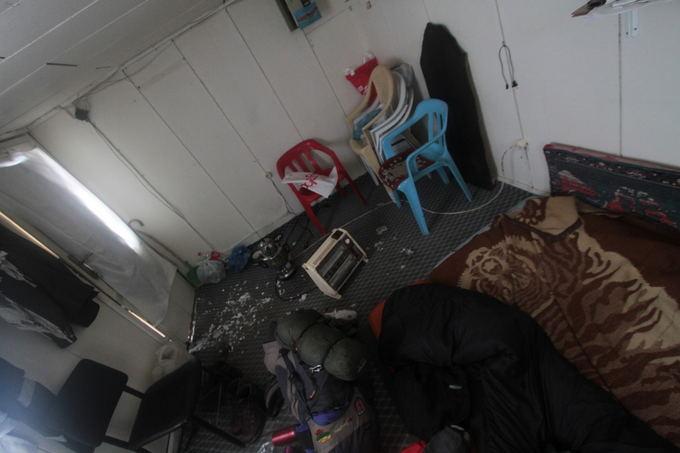 Karolio ir Evelinos nuotr./Mus priglaudusių Vano pilies apsauginių namelis, kuriame mes praleidome aaltą naktį