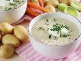 Fotolia nuotr. / Pertrinta bulvių ir porų sriuba