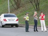 """""""Scanpix"""" nuotr./Policija nustatė ir vairuotoją, kuri savo automobiliu lenktyniavo su """"Mercedes Benz"""""""