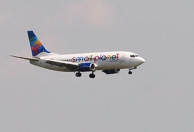 """""""Small Planet Airlines"""" orlaivis leidžiasi Vilniaus oro uoste"""