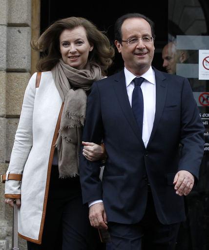 """Scanpix""/AP nuotr. /Francois Hollande'as ir jo palydovė Valerie Trierweiler"