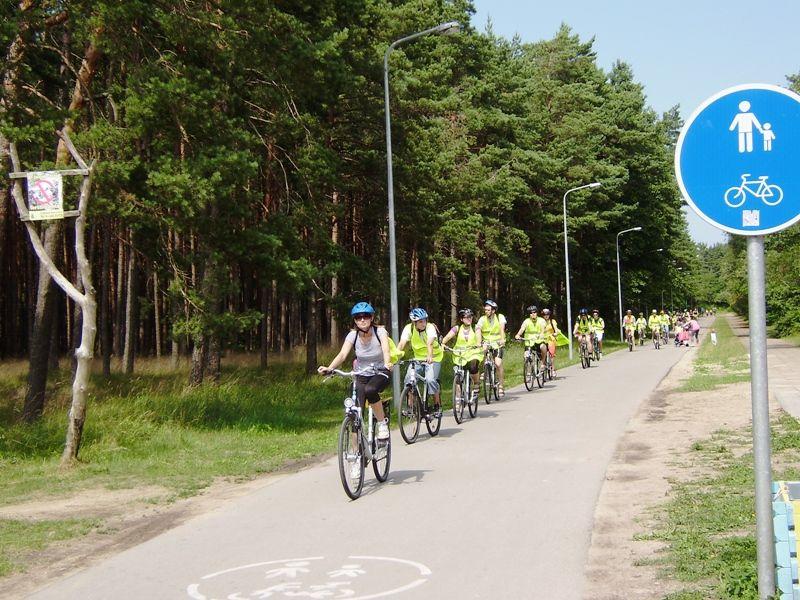 Kelionėse dviračiu būtina nepamiršti saugumo priemonių.
