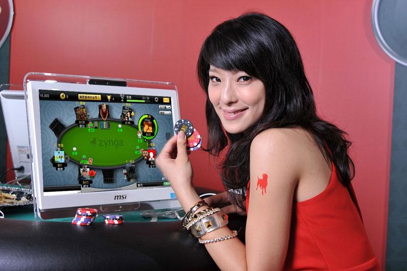 """Nekomercinio pokerio kompanija """"Zynga"""" keičia savo strategiją"""