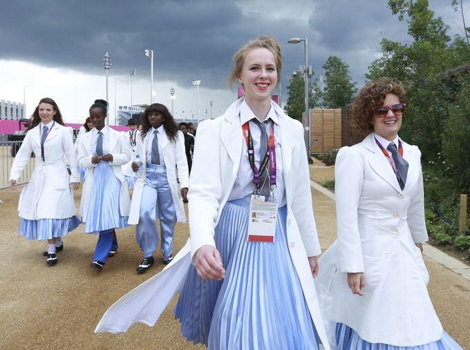 Reuters/Scanpix nuotr./Medicinos seseles Londono olimpinių žaidynių atidaryme vaidinančios atlikėjos