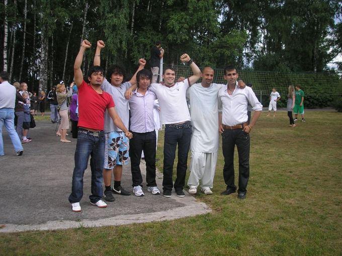 Asmeninio arch.nuotr./Pasaulinės pabėgėlių dienos minėjimo metu, po sportinių varžybų (M.R.Shakizada antras ia kairės)