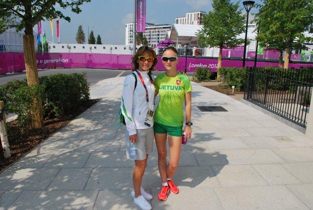 Kristina Saltanovič ir Brigita Virbalytė-Dimšienė olimpiniame kaimelyje.