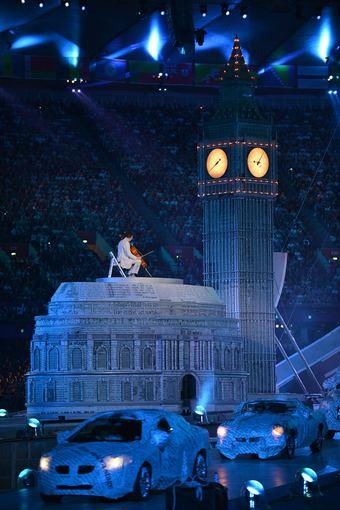 AFP/Scanpix nuotr./Londono olimpinių žaidynių uždarymo ceremonijos akimirka