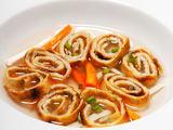 Shutterstock nuotr. / Bavariaka lietinių blynų sriuba