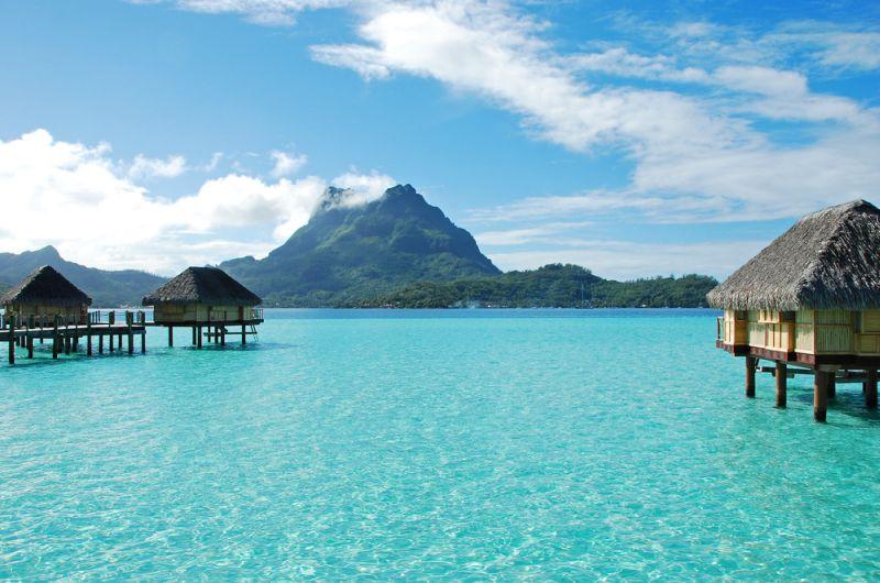 Viena labiausiai turistų lankomų Polinezijos salų - Bora Bora.