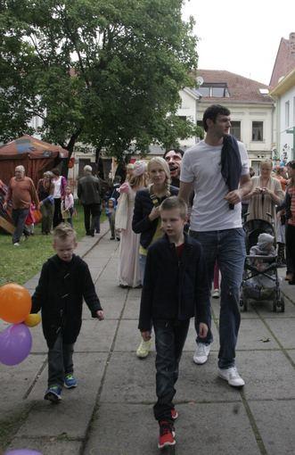 Vaido Grudžio nuotr./Darjuaas ir Edita Lavrinovičiai su sūnumis