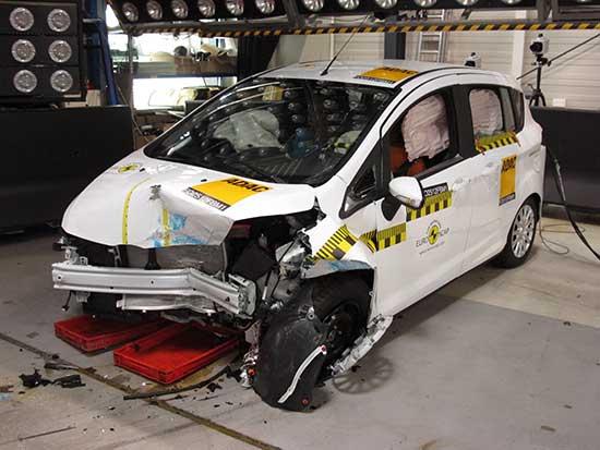"""Ford B-MAX"" saugumo testų metu"