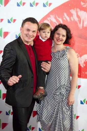 Viganto Ovadnevo nuotr./Giedrius Leškevičius su žmona Gina ir sūnumi Faustu