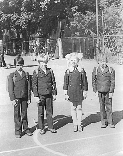 Asmeninio albumo / Žmonės.lt nuotr./Linas Karalius (deainėje) pirmoje klasėje