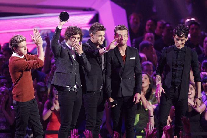 Scanpix nuotr./One Direction pelnė apdovanojimą už geriausią popmuzikos vaizdo klipą (What Makes You Beautiful)