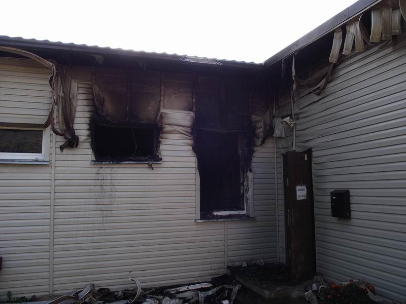 Apdegęs laidojimo namų pastatas