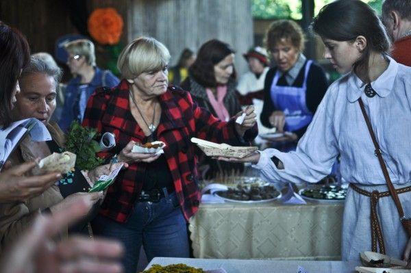Palangos J.Basanavičiaus gatvėje prie ilgojo stalo bus galima paragauti įvairiausių patiekalų.