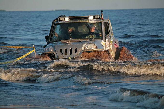 Ričardo Malaiakos nuotr./Trasa kartais eina ir ežeru
