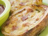 Shutterstock nuotr./Įdarytos bulvės su feta