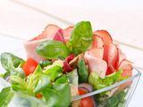 Shutterstock nuotr. / Kumpio salotos su špinatais