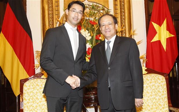 Reuters/Scanpix nuotr./Philippas Roesleris Vietname susitiko su Vietnamo užsienio reikalų viceministru Le Luong Minhu