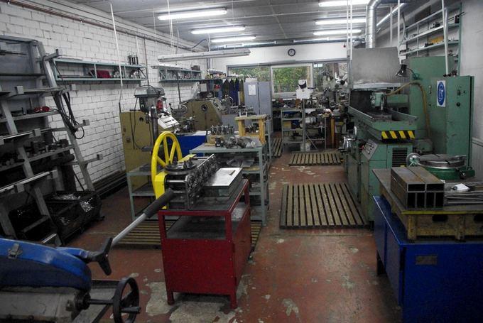 Tomo Digaičio/GAZAS.LT nuotr./Saulius Karosas' automotive restoration workshop