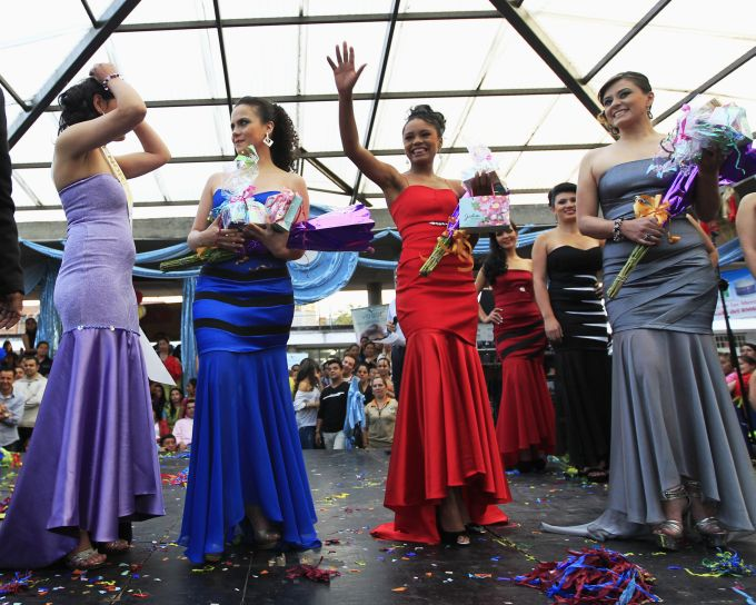 Emma Urdinola (antra iš kairės) tapo kalinių grožio konkurso nugalėtoja.