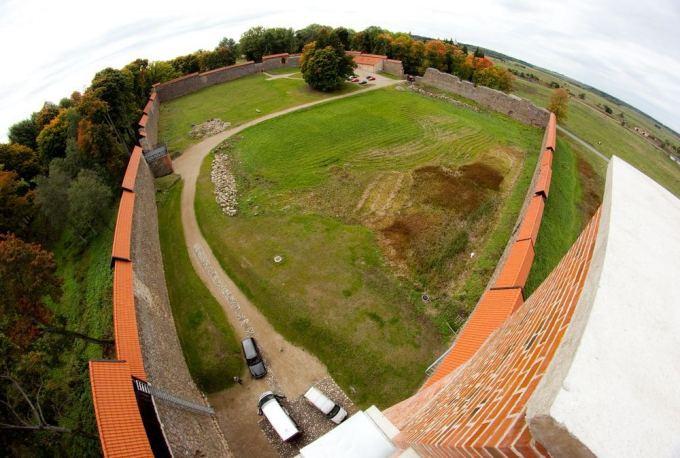 Irmanto Gelūno/15min.lt nuotr./Medininkų pilies kiemą ketinama naudoti renginiams