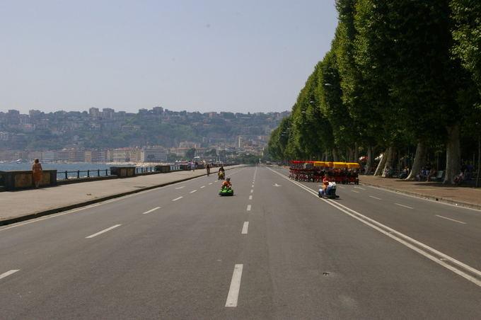 Medeinos Čijauskaitės nuotr./Didžiulė gatvė krantinėje skirta tik pramogoms