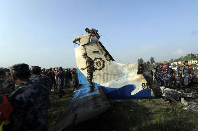 AFP/Scanpix nuotr./Nepale sudužus lėktuvui žuvo 19 žmonių.