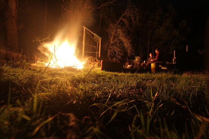 Karolio ir Evelinos nuotr./Vieno lietuvio sodyboje miake susikūrėme milžiniaką laužą
