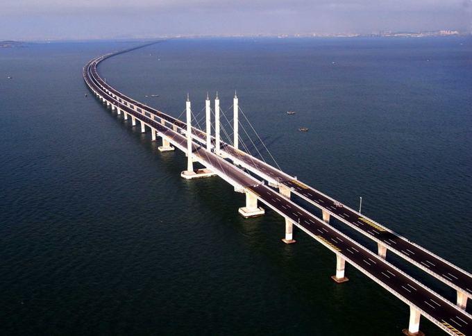 Scanpix nuotr./Ilgiausias pasaulyje tiltas vira vandens yra Kinijoje.