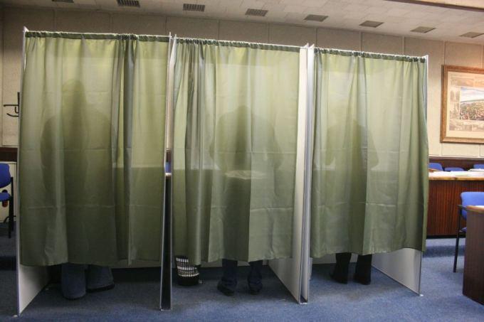 Aurelijos Kripaitės/15min.lt nuotr./Klaipėdoje prie balsavimo kabinų rinkėjams teko palūkėti.