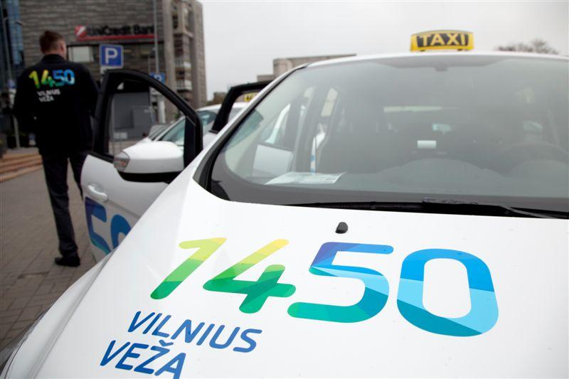 """Vilniaus savivaldybės taksi """"Vilnius veža"""" automobiliai"""