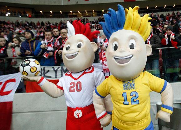 Nekorektiški pasisakymai Europos futbolo čempionato metu radijo laidos vedėjams gali baigtis kalėjimu.