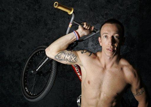 BMX dviratininkas K. Bennetas