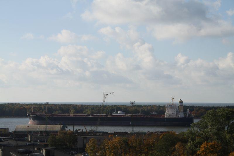 Didžiausias į uostą įplaukęs sausakrūvis laivas talpina per 95 tūkst. tonų krovinių.
